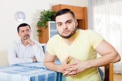 Domowy bełt między mężczyzna Fotografia Royalty Free