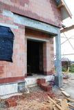 Domowy budowy wejście Plac Budowy z nowym domem od Ceramicznych Porowatych bloków Obraz Royalty Free