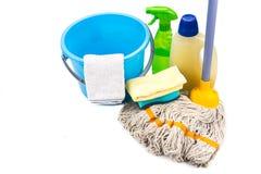 Domowy cleaning narzędzia set detergent, kwacz, gąbka, kiść, ręcznik a Fotografia Stock