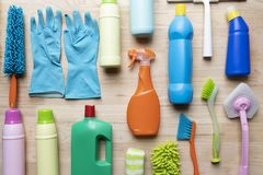 Domowy cleaning produkt na drewno stole Obrazy Royalty Free