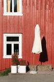 domowy czerwony parasolowy biel Zdjęcie Royalty Free