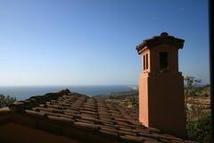 Domowy dach i morze Fotografia Royalty Free