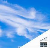Domowy dach z niebieskim niebem Obrazy Stock