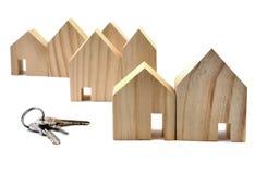 Domowy klucz, dom na bielu Fotografia Stock