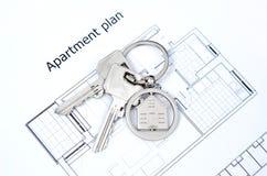 Domowy klucz na domowym kształtnym breloczku Obrazy Royalty Free