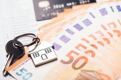 Domowy klucz na euro banknotach Obraz Stock