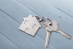 Domowy klucz na stole Zdjęcia Royalty Free