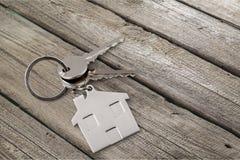Domowy klucz na stole Zdjęcia Stock