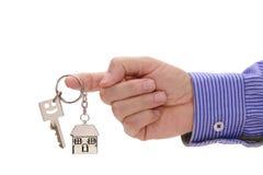 Domowy klucz w ręce agent nieruchomości Zdjęcie Stock