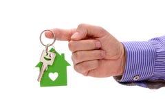 Domowy klucz w ręce agent nieruchomości Fotografia Royalty Free