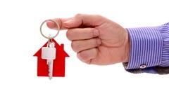 Domowy klucz w ręce agent nieruchomości Fotografia Stock