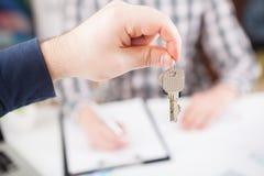Domowy klucz w ręce Fotografia Stock