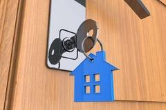 Domowy klucz z domowym keychain symbolem Fotografia Royalty Free
