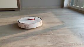 domowy m?drze Robota próżniowy czysty wykonuje automatyczny czyścić mieszkanie przy pewnym czasem zbiory wideo