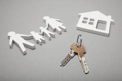Domowy nieruchomość klucz, domu dostęp Zakupu mieszkania nowy domowy pojęcie fotografia stock