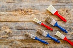 Domowy odświeżanie z narzędziami ustawiającymi dla budować, malować i remontowy drewniany stołowy tło odgórnego widoku mockup, Obrazy Stock