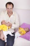 domowy ojca multitasking zdjęcie royalty free