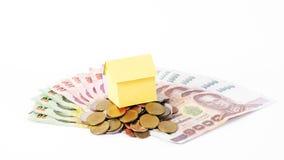 Domowy papier na tajlandzkiej pieniądze monet stercie i banknot dla pożyczek conc Fotografia Royalty Free