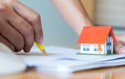 Domowy projekt, architekci projektuje dom, mieści plan, model Zdjęcia Stock
