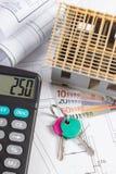 Domowy w budowie, klucze, kalkulator, waluta euro i elektryczni rysunki, pojęcie budynku dom Obrazy Royalty Free