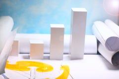 Domowy w budowie, domowy uk?ad, rolki diagramy i rysunki dla projekta, poj?cie koszt budowa? dom, obrazy stock