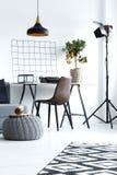 Domowy wnętrze z prostym biurkiem Obraz Royalty Free