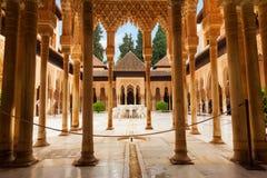 Domstol av lejonen i Alhambra de Granada, Spanien Fotografering för Bildbyråer