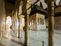 Domstol av lejonen på Alhambra Arkivfoto