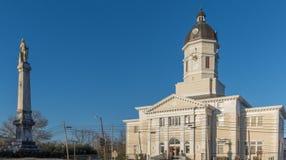 Domstolsbyggnad för Claiborne County ` s i Gibson Mississippi Royaltyfri Bild