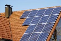 domu ekologiczny dach Obrazy Royalty Free