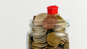 Domu i monet sterta, realestate pojęcie Zdjęcie Royalty Free