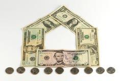 Domu i monet sterta, realestate pojęcie Zdjęcie Stock