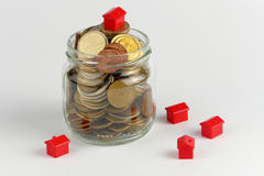Domu i monet sterta, realestate pojęcie Obrazy Royalty Free