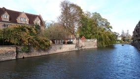 Domy blisko jeziora w Cambridge zdjęcia royalty free