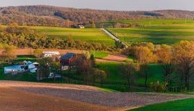 Domy, drogi, rolni pola i toczni wzgórza Południowy Jork okręg administracyjny, PA Zdjęcia Stock