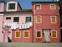 Domy na Burano wyspie blisko Wenecja, Włochy zdjęcie stock