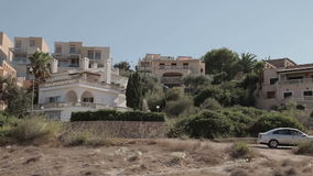 Domy na skłonach wzgórza, wille i dwory, Cala Mendia Mallorca zbiory wideo
