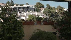 Domy na skłonach wzgórza, wille i dwory, Hiszpańszczyzn plaże w Cala Mendia Mallorca zbiory