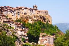 Domy na skałach w Frias Burgos zdjęcia stock