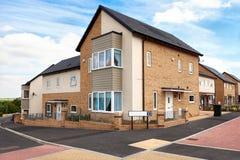 Domy na typowej angielskiej mieszkaniowej nieruchomości Fotografia Stock