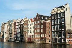 Domy przy Amsterdam centrum miasta holandie zdjęcia stock