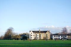 Domy Przy pełni lata błoniem, Cambridge, Anglia Obrazy Stock