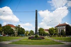 Domy, rząd domy w Monachium, niebieskie niebo Obrazy Stock