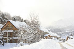 Domy, snowed góry, Pyrenees Obrazy Royalty Free