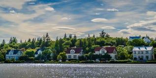 Domy w Reykjavik, jeziorem obraz royalty free