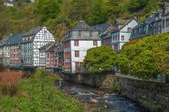 Domy wzdłuż Rur rzeki, Monschau, Niemcy Zdjęcie Royalty Free