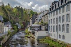 Domy wzdłuż Rur rzeki, Monschau, Niemcy Zdjęcia Stock