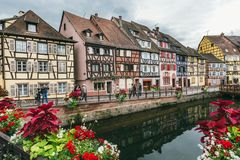 Domy wzdłuż Rzecznego Lauch, Colmar, Francja Zdjęcia Stock