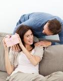 domysł szczęśliwy jej teraźniejszość target252_0_ kobiety obrazy royalty free