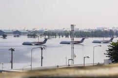 Don Muang Airport i Bangkok var undervattens- Arkivbilder